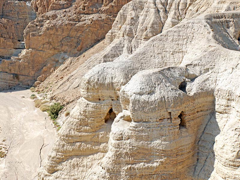 Qumran and the Jordan river: a field trip on water and sand